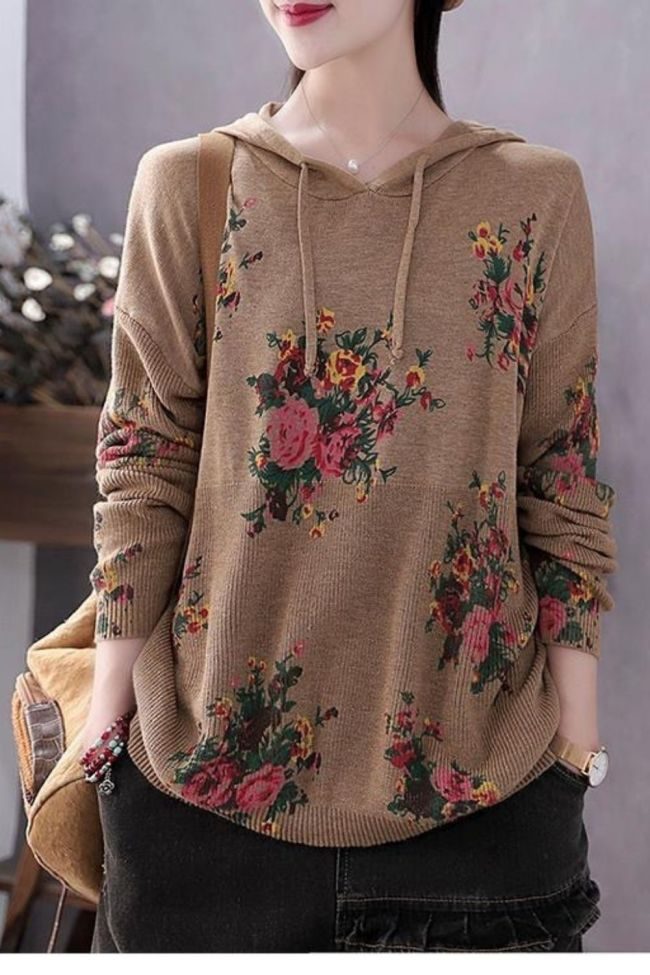 2021 autumn and winter new literary printing knitted bottoming shirt women's hooded Pullover loose large sweater coat