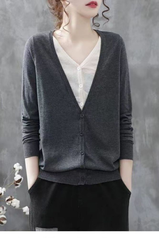 2021 new spring RETRO art stitching fake two-piece T-shirt women's spring new leisure cotton Cardigan Jacket Women