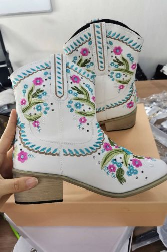 Brand Fashion Vintage Floral Women Western Boots Chunky Heel Pointed Toe Embroidery Designer Ridding Ankle Boots