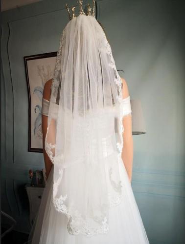 2020 Elegant Short Bridal Veils Ivory Tulle Lace Edge Women Wedding Veil With Comb One Layer 100 CM
