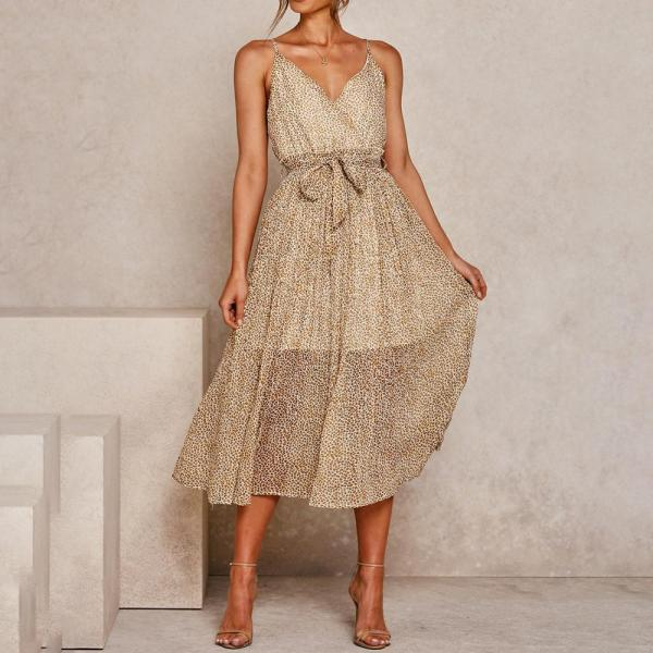 Pleated elegant dress with fashionable suspenders