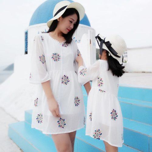 2021 Family Matching Outfits Dresses Summer Mother Daughter Dress Fashion Clothing Girl Mom Daughter Chiffon Beach Dress Clothes
