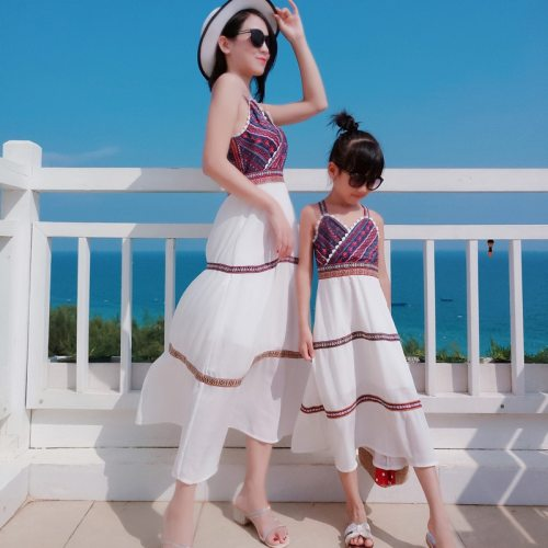 New Family Matching Outfits Dresses Summer Mother Daughter Dress Fashion Holiday Girl Mom Daughter Chiffon Beach Dress Clothes