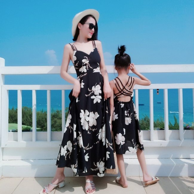Family Matching Outfits Dresses Summer Mother Daughter Dress Fashion Holiday Clothes Girl Mom Daughter Beach Suspender Dress