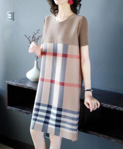 2021 Summer New Pleated Short-sleeved Loose British Casual Dress Color Matching Short-sleeved Women's Fashion Loose Dress