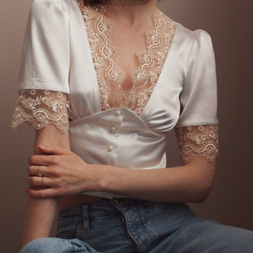 Summer Women'S French Retro Lace Satin Short Section Temperament Pearl Button V-Neck T-Shirt