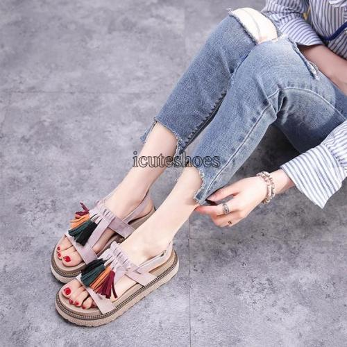 Sandals Girls Summer 2020 New Students Loose Shoes Women Fashion Thick Soled Shoes.