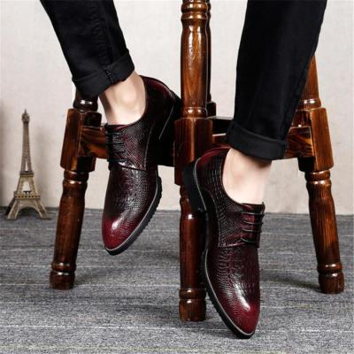 Leather pointed crocodile leather shoes