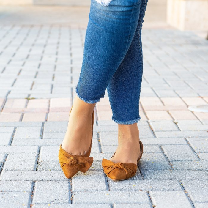 Knotted Pointy Toe Ballet Flats - Tan