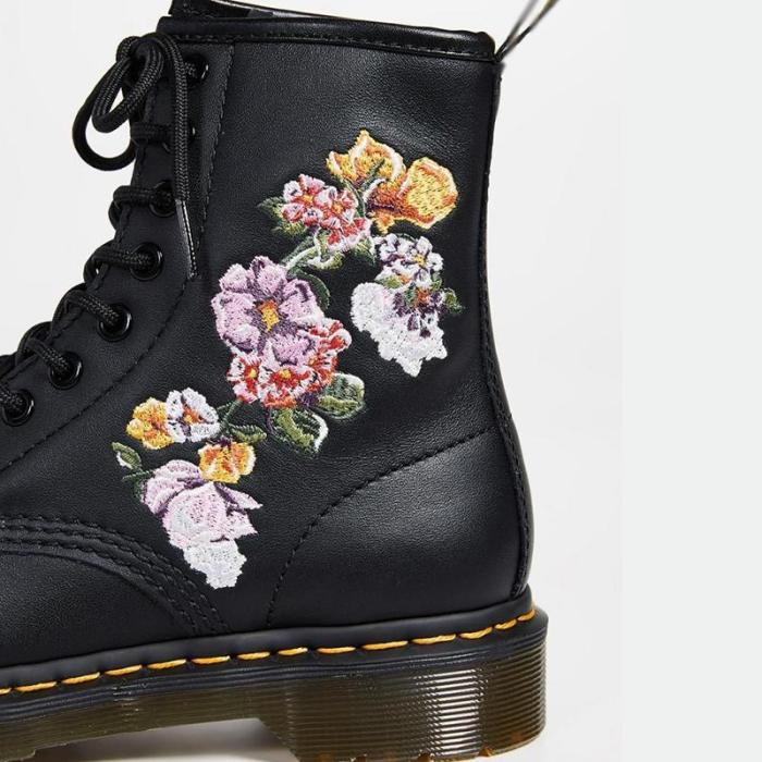 Classic embroidery floral low-heel lacing martin boots