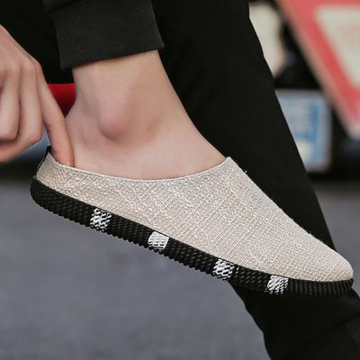 A footrest breathable casual shoe