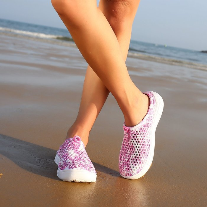 Women Summer Beach Sandals Hollow-out Shoes Casual Breathable slippers