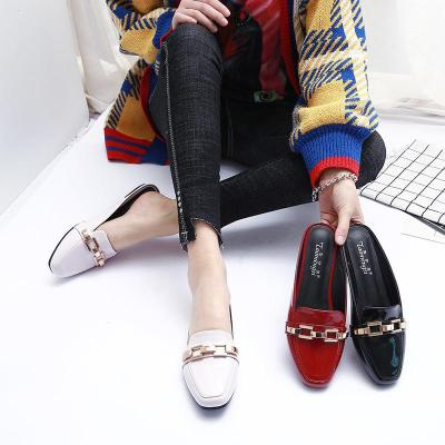 New Fashion Metal Belt Sandal Square Head Solid Color Patent Leather All Match Flat Bottom Sandal