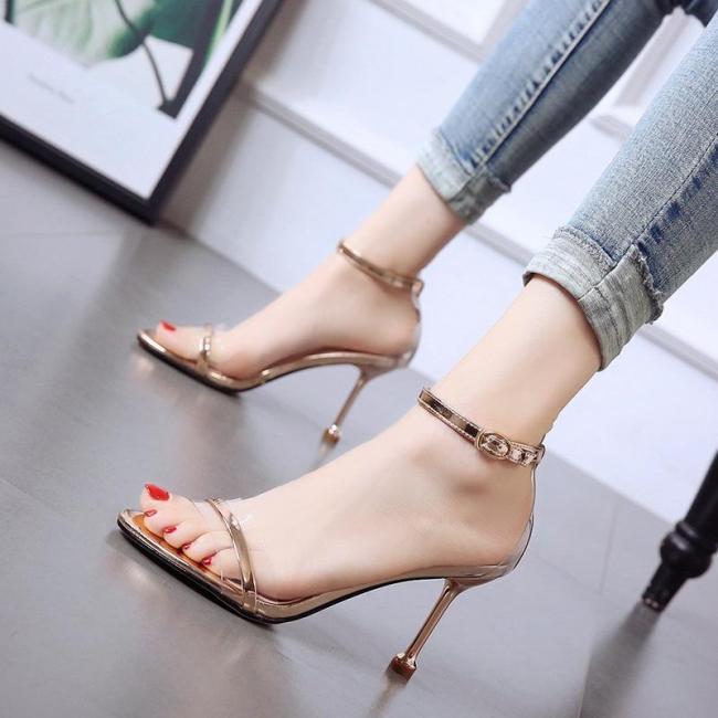 the new golden female sandals  Fashion high heels
