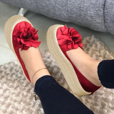 Flocking Straw-Weaved Platforms Flower Loafers