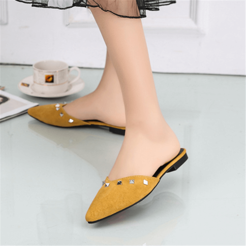 Fashion Wild Rivet Pointed Flats