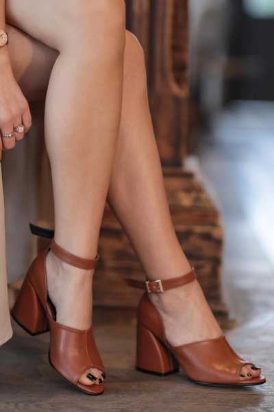 Daisy Coffee High-Heeled Shoes