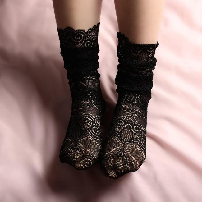 Summer Fashion Lady Girl Sexy Lace Sheer Mesh Floral Hollow Ventilation Fishnet Short Slim Transparent Socks