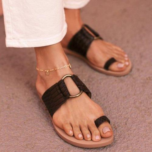 Women Summer Sandals Fashion Flip Thong Flat Slides Outdoor Beach Clip Toe Sandals Metal Ring Ladies Casual Roman Slippers