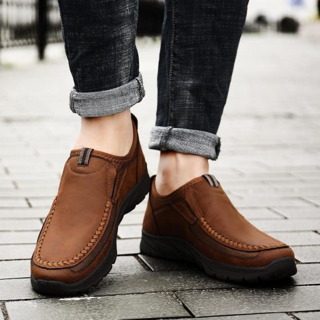 Men Casual Shoes Fashion Mens Loafers Moccasins Breathable Slip on Retro Driving Shoes Men Sneakers