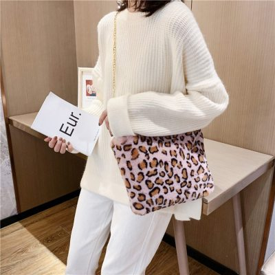 Luxury Woman Fluffy Crossbody Bag Hot Sale Leopard Pattern Plush Handbag Women Cute Pink Fur Messenger Bag Bolsa Fluffy