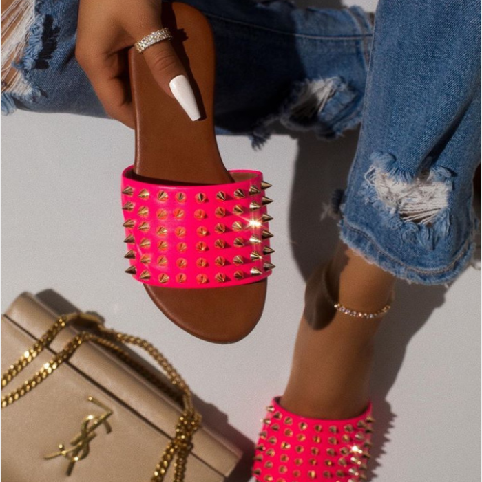 Fashional Woman Sandals Studded Spiked Strap Lightly Padded Insole Slippers