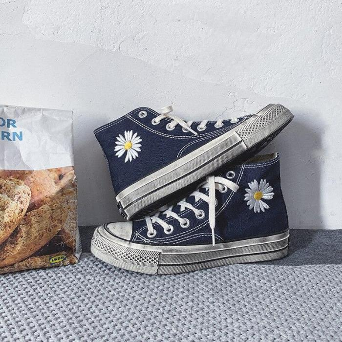 Embroidered Flower Canvas Shoes Female Retro Old Wear-resistant Plate Shoes