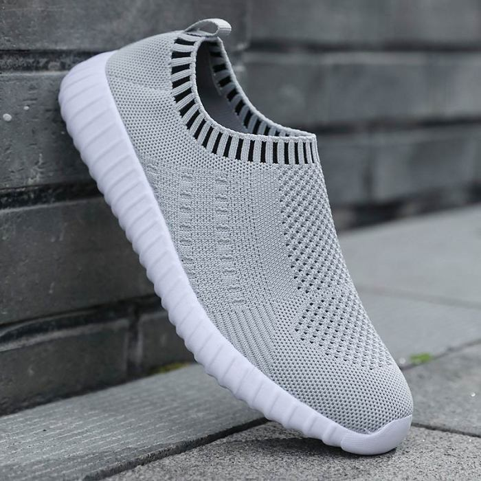 Socks shoes woman light flats plus size 2021 new hot sell slip-on round toe comfortable breathable casual sneakers women shoes