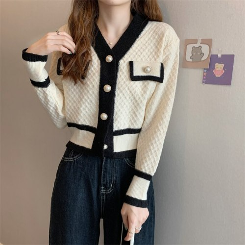 Spring and autumn 2021 ladies new cardigan sweater coat design sense niche short v-neck knitted all-match blouse women