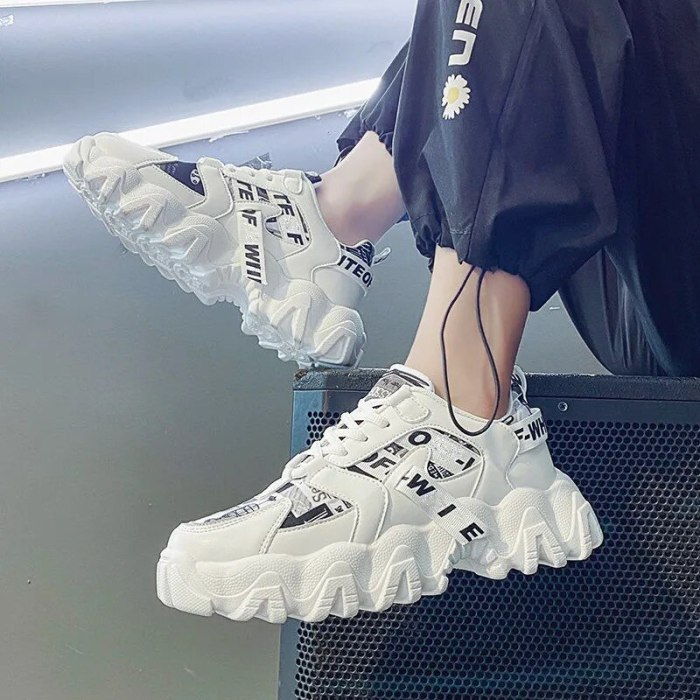 Men's Skateboarding Shoes High Top Leisure Sneakers Breathable Street Shoes Sports Shoes Hip Hop Walking Shoes