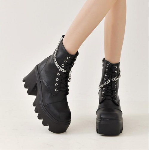 Autumn Platform Boots 2021 Fashion Quality Chunky Zipper Metal Chain Motorcycle Women Boots Internally Enhanced Leather Boots