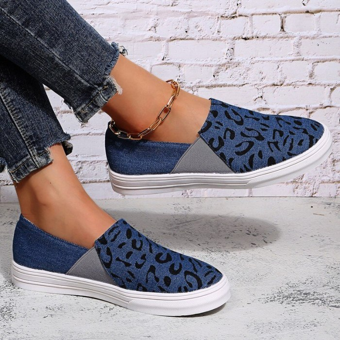 Slip on Flat Canvas Shoes Women Fashion Checkered Vulcanize Shoes 2021 New Leopard Plaid Female Casual Loafers Ladies Lazy Shoes