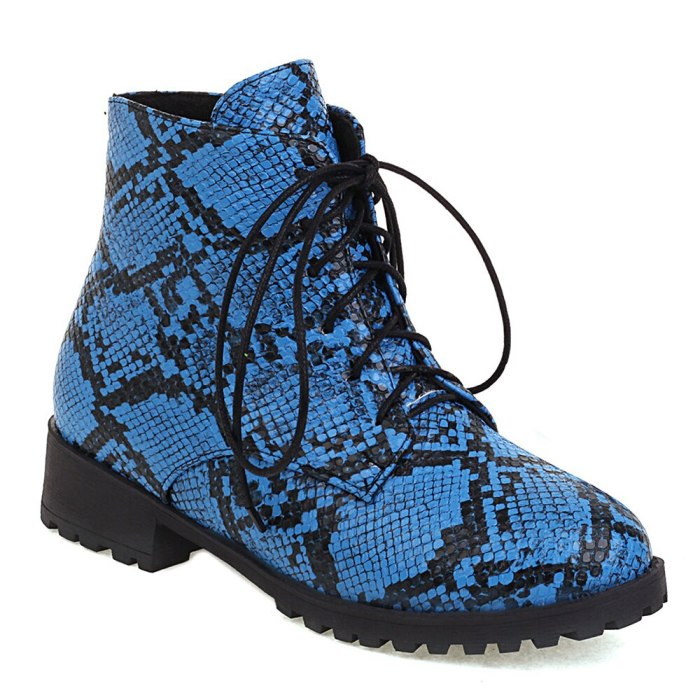 Oversized Blue Snake Print Lace-Up Women's Ankle Boots, Flat-Bottomed Low-Heeled Short Plush Inner Lining Autumn Warm Short Boot
