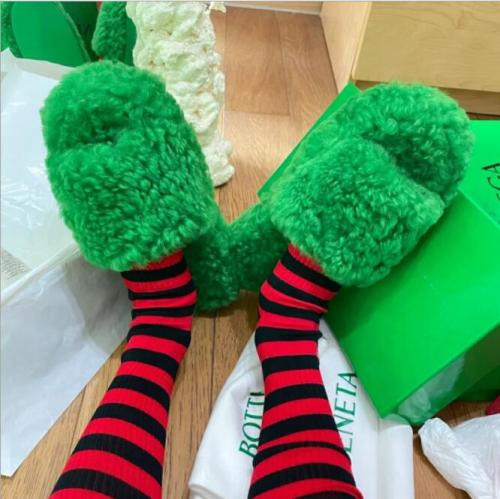Autumn Slippers Women Wool Thick Sole Slides Woman Peep Toe Black White Green Furry Slippers Flat Mules Platform Shoes For Women