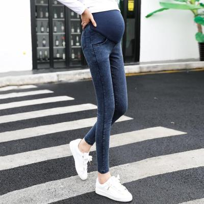 Pregnant women's feet, stretch stomach lift jeans