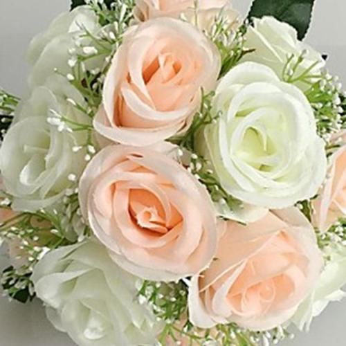 Brides holding flowers, holding flowers, silk flowers, high simulation flowers