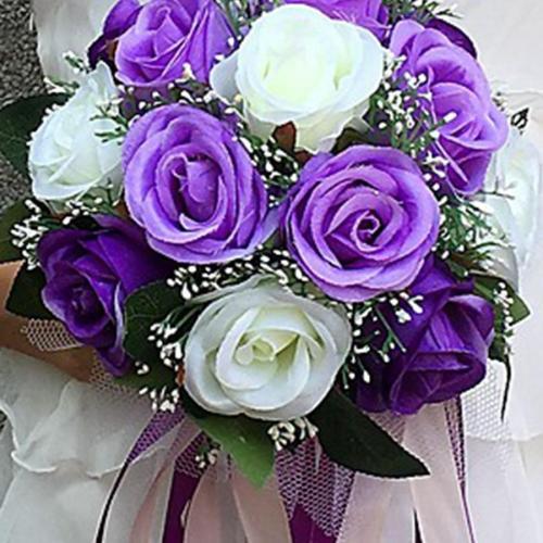 Brides holding flowers, holding flowers, silk flowers, high simulation flowers