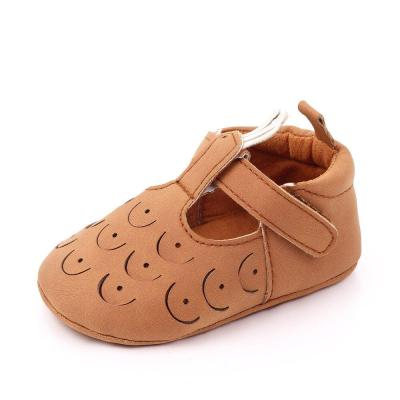 New Hollow Cute first walkers Anti-slip Pu leather crib Girls Sneakers T strap Baby shoes