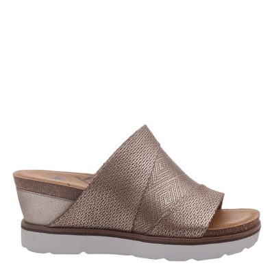 EARTHSHINE in LIGHT GOLD Wedge Sandals