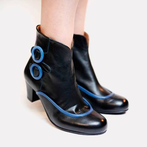 Women Chunky Heel Button Casual Boots