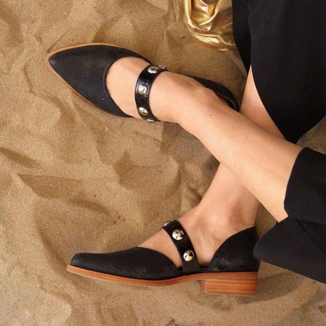 Women's fashion solid color studded flat shoes