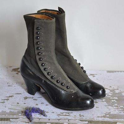 Women's Victorian style boots