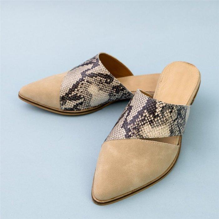 Fashion Retro Versatile Pointed Flat Shoes