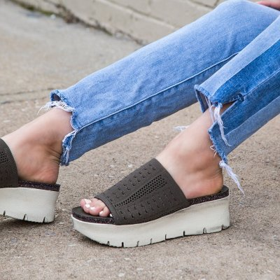 GRAVITY in MINT Wedge Sandals