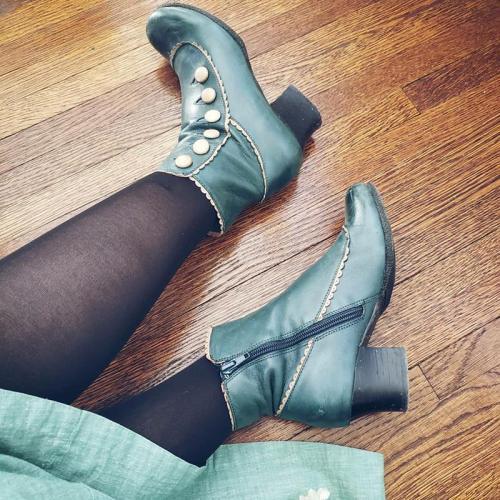 Elegant Chunky Heel Button Side Zipper Boots
