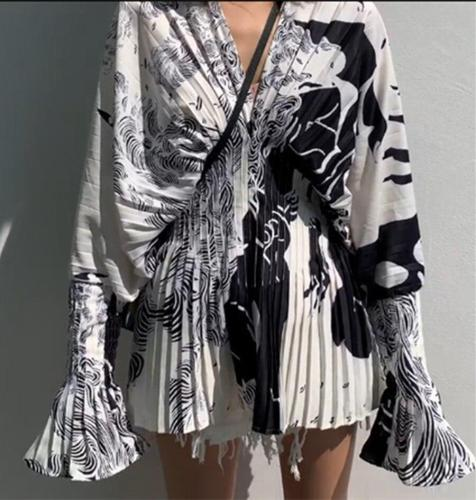 European Summer Pleated Waist V-neck Printed Bell Sleeve Long Sleeve Slimming Shirts Women Blouses Fashion Blusa Streetwear 2020