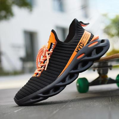 Summer Trend Style Men's Casual Shoes 2020 New Fashion Breathable Mesh Light Personality Sneakers Flying Weaving Tenis Masculino