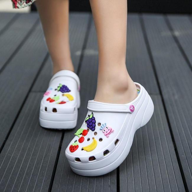 Summer Women Croc Clogs Platform Garden Sandals Cartoon Fruit Slippers Slip On For Girl Beach Shoes Fashion Slides Outdoor