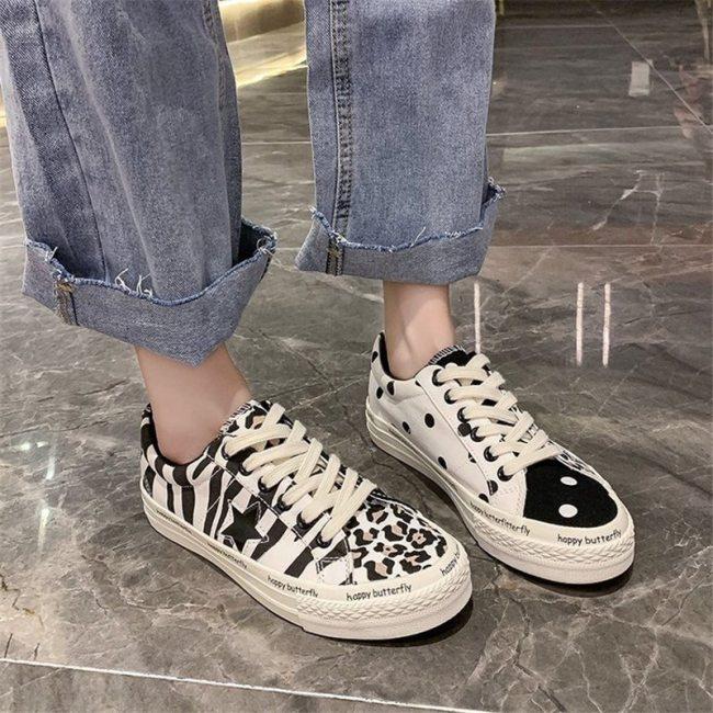 2021 autumn low-cut Korean board shoes breathable casual black and white fashion shoes canvas shoes flat shoes women's shoes