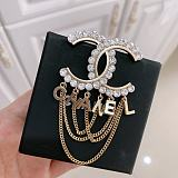 CHANEL BROOCH WITH GIFT BOX 100359
